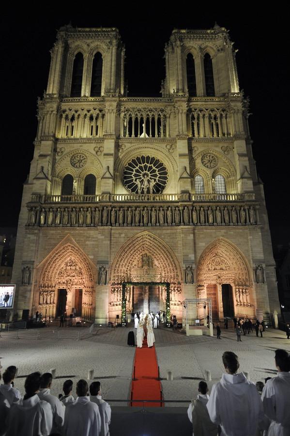 Notre Dame Viert 850ste Verjaardag Foto Ad Nl
