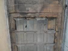 """16de-eeuws raam gevonden bij restauratie van stadhuis: """"Het lijkt wel een teletijdmachine"""""""