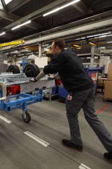 Aanhangwagens zijn niet aan te slepen: topdrukte in fabriek Wagenbouw Hapert
