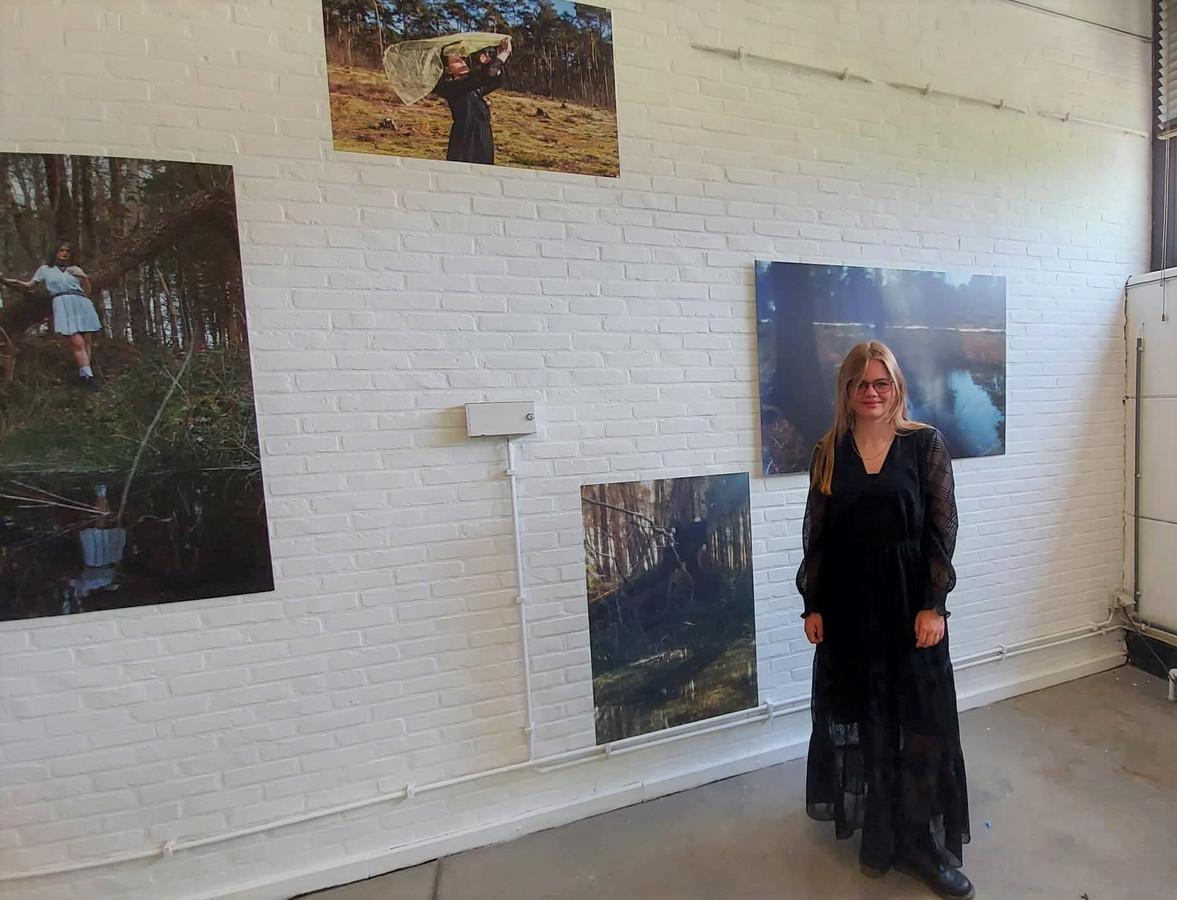 Janne Leppens bij haar fotoreeks in Creative Factory.