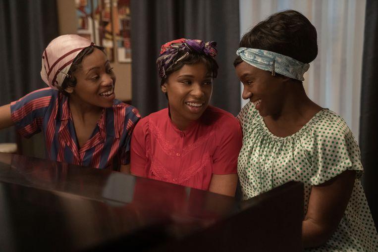 Jennifer Hudson (midden) als Aretha Franklin in 'Respect'.  Beeld AP