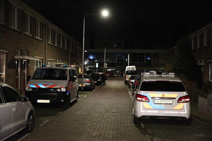 Veel politie na de woningoverval in Arnhem.
