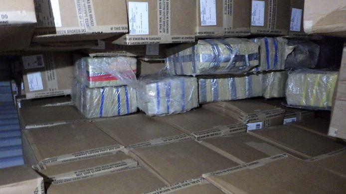 De verdovende middelen zaten verstopt achter de deuren van een container geladen met kleding.