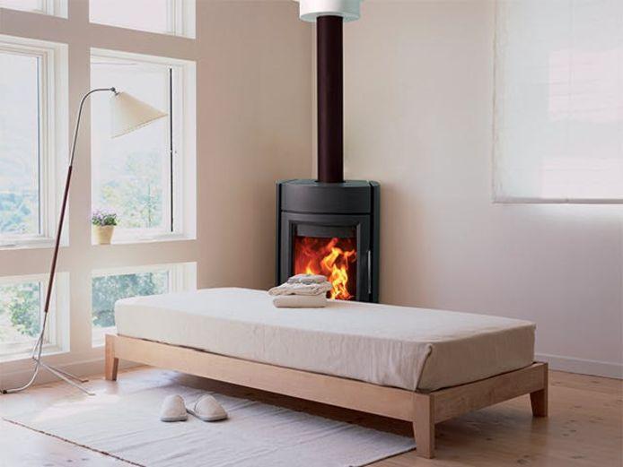 Avant d'acheter un poêle ou un foyer, vous devrez prendre une décision importante: vous voulez vous chauffer au gaz ou au bois?