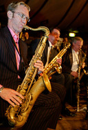 Concert Beau Hunks in de Spiegeltent op het Kasteelplein te Breda.