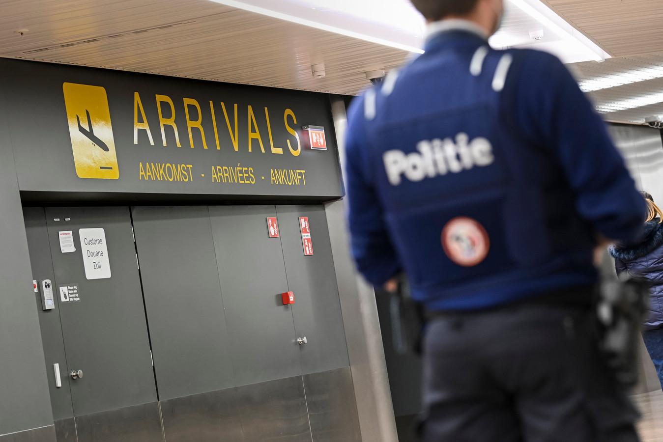 Un policier à l'aéroport de Zaventem, le 2 janvier 2021.