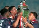 Clarence Seedorf, Patrick Kluivert en Edgar Davids met de Champions League-beker in 1995.