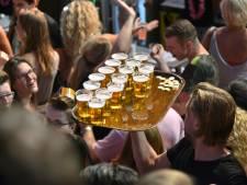 Wat is (on)gezonder: 50 kilometer lopen of 50 biertjes drinken tijdens het feesten?