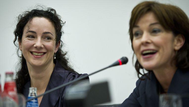 Femke Halsema en haar opvolgster Jolande Sap tijdens een persconferentie in Nieuwspoort. Beeld ANP