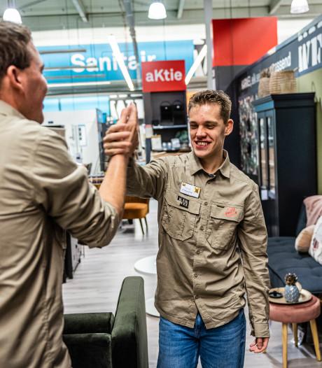 Jongeren Ipse de Bruggen aan de slag in bouwmarkt: 'Zo mooi om te zien'