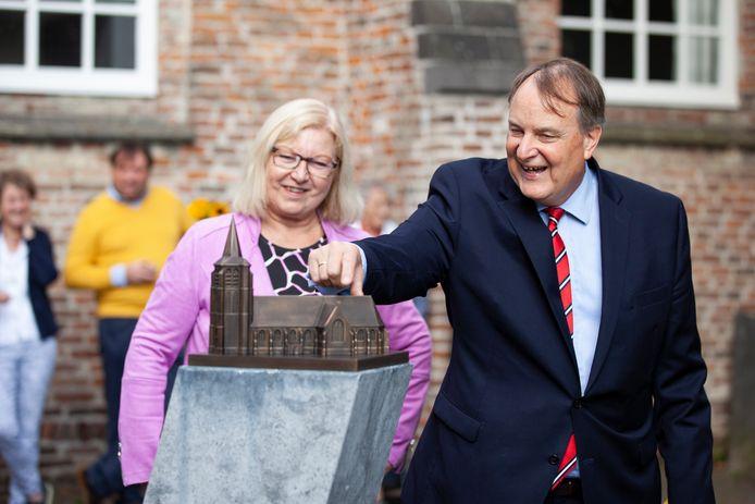 Het nieuwe beeld werd vrijdag onthuld door wethouder Huib van Olden.