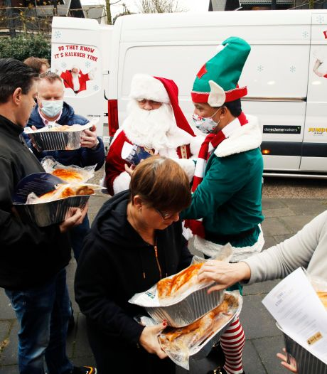 Kerstman bezorgt kalkoenen bij mensen die het juist nu verdienen: 'Dit kunnen we zo goed gebruiken'