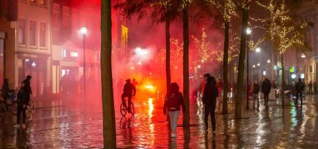 Avondklokrellen in Zwolle: ME'ers vegen centrum leeg, tientallen arrestaties