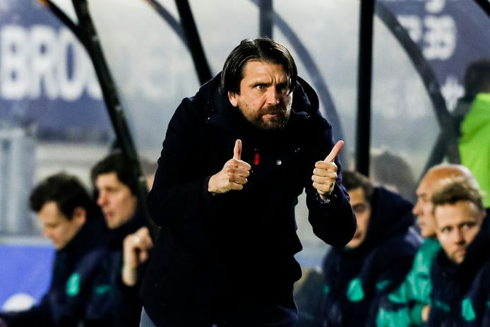 """Peter Hyballa, duimpjes omhoog bij de eerste wedstrijd, maar geen drie punten. ,,Ik ben geen tovenaar."""""""