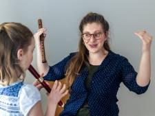Wytske (28) gaf muziekles in een Grieks vluchtelingenkamp: 'Afschuwelijk hoe de mensen daar leven'