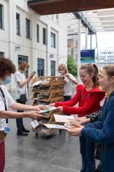 Hartverwarmend! Kinderen geven personeel Erasmus MC 'golfjes liefde'