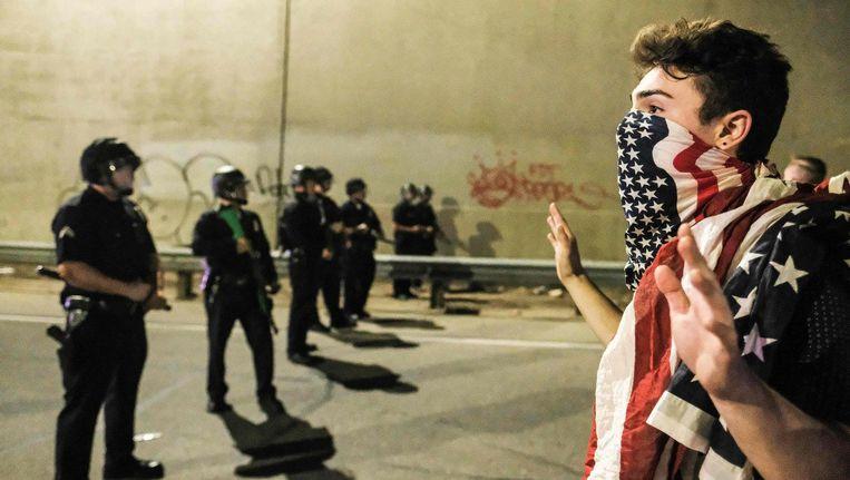 In Los Angeles gingen mensen de straat op om te demonstreren tegen Trump. Beeld AFP