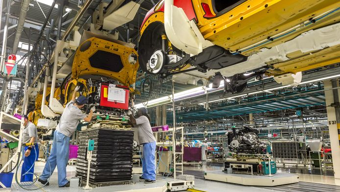 Vooral bij de productie en assemblage van auto's is volop werk.