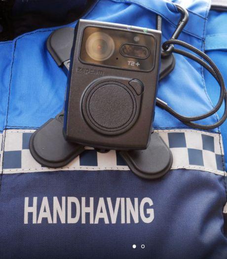 Almelose boa's vanaf 1 juni uitgerust met bodycams: 'Denken ze hopelijk twee keer na voor ze zich misdragen'