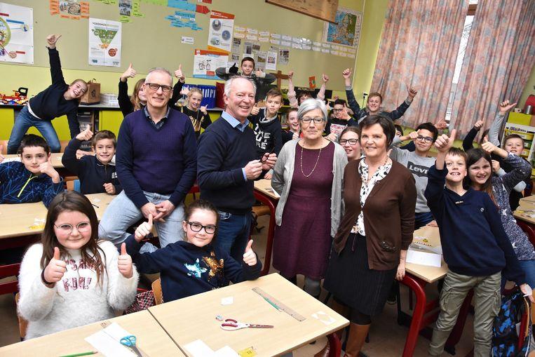 Drie leerkrachten die reeds op pensioen zijn reiken de Graankorrel in Geluwe een helpende hand wegens gebrek aan leerkrachten: Jan Foulon, Maria Vandamme en Ann Goemaere.