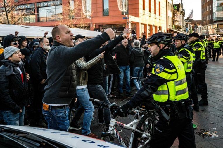 2018 Leden van de harde kern van PSV houden een tegendemonstratie tijdens het protest van Kick Out Zwarte Piet in Eindhoven. Beeld ANP