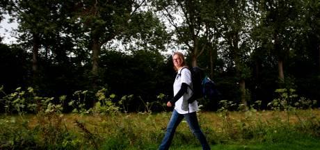 Wandelaarster uit Almen zonder geld op pad voor het goede doel
