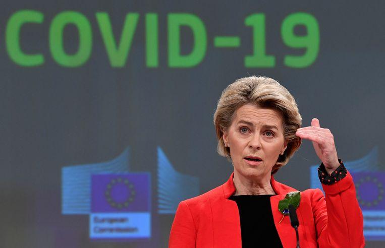 Voorzitter Ursula von der Leyen van de Europese Commissie tijdens de presentatie van de certificaat-voorstellen in Brussel.  Beeld AP