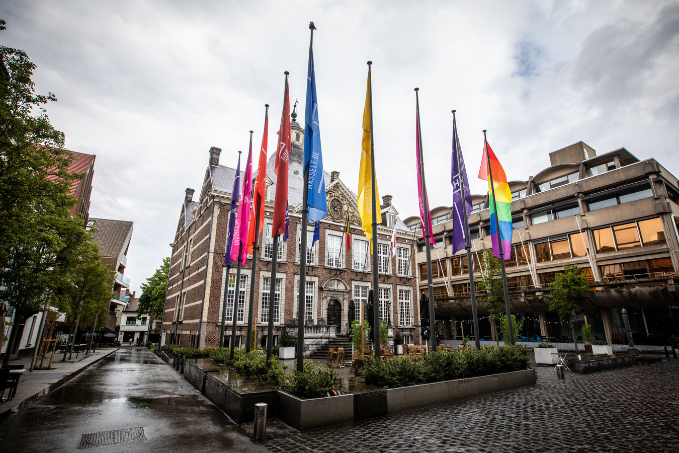 Hasselt in alle kleuren van de regenboog op de Internationale Dag Tegen Homofobie en Transfobie.
