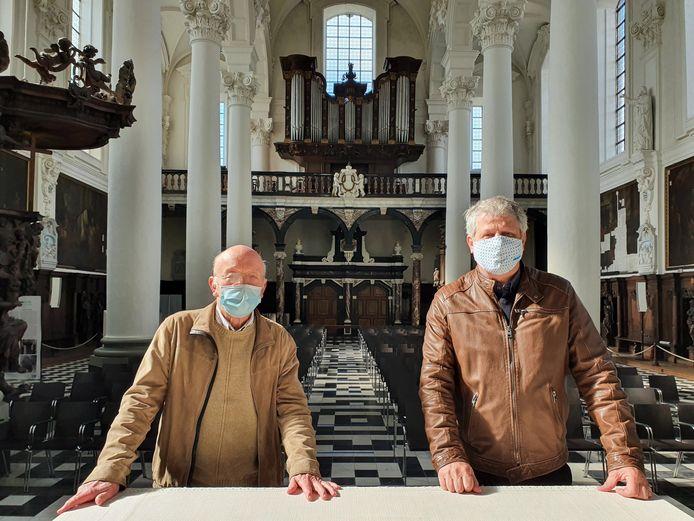 Schepen van Monumenten Koen Anciaux (Open VLD) met Paul Vander Poorten, erevoorzitter kerkfabriek Catharina