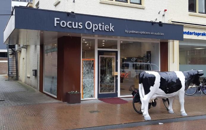 De beroofde optiek aan de Emmastraat in Velp.