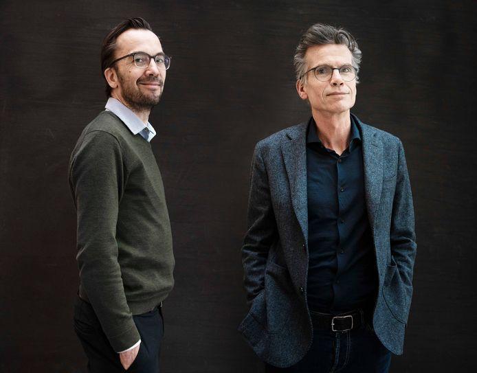 Hoofdredacteuren Pieter Klok (de Volkskrant) en Hans Nijenhuis (AD) over een jaar corona op de redactie.