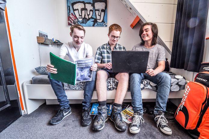 Sander Vermeulen, Stach Redeker, Noah Verkaik (v.l.n.r.) schreven software voor beleggen op de beurs.