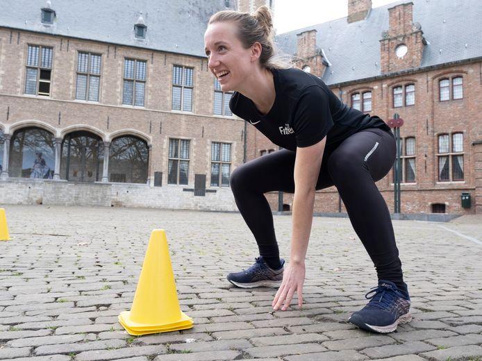 Voetbalster Lora van den Hemel blijft fit door te bootcampen.