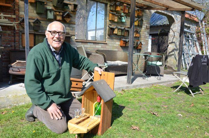 Bert Wauters van 'Woonbureau Flierefluiter' vervaardigt nestkastjes in alle mogelijke maten en vormen.