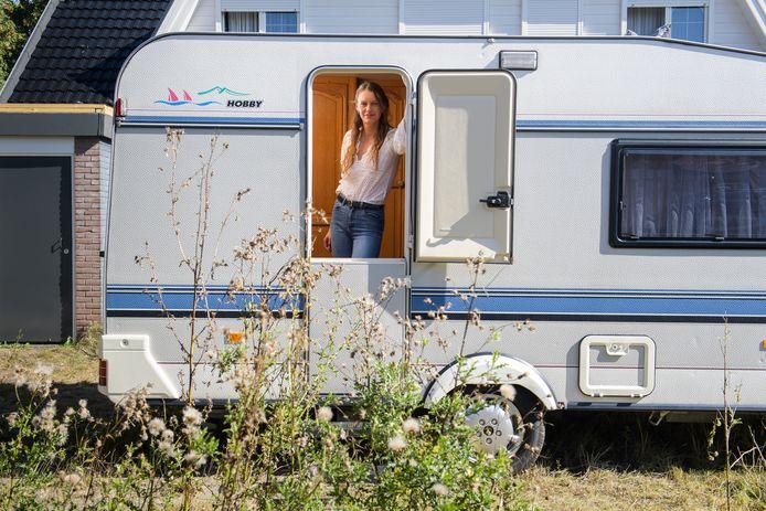 Lucia Bakker vindt dat ze recht heeft op de door haar gekraakte woonwagenstandplaats die twaalf jaar leeg stond.