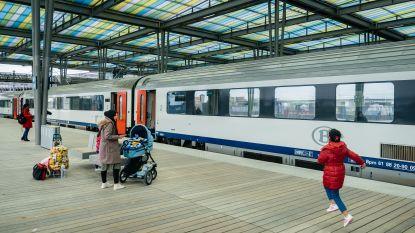 Treinverkeer kwartier stilgelegd omdat vrouw dreigt om zich op treinsporen te leggen