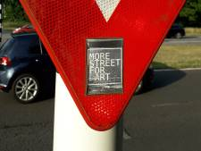 In de Tilburgse binnenstad: veel stickers, veel verhalen