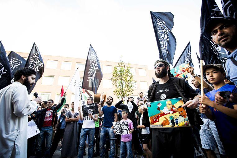 Een pro-IS demonstratie in de Schilderswijk in 2014. Beeld anp