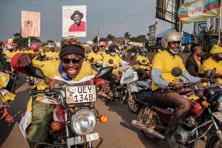 Aanhangers van president Yoweri Musevini vieren de verkiezingsoverwinning.  Beeld AFP