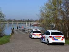 Consternatie na vondst van auto in Thoolse haven - maar brandweer had die er zelf ingegooid
