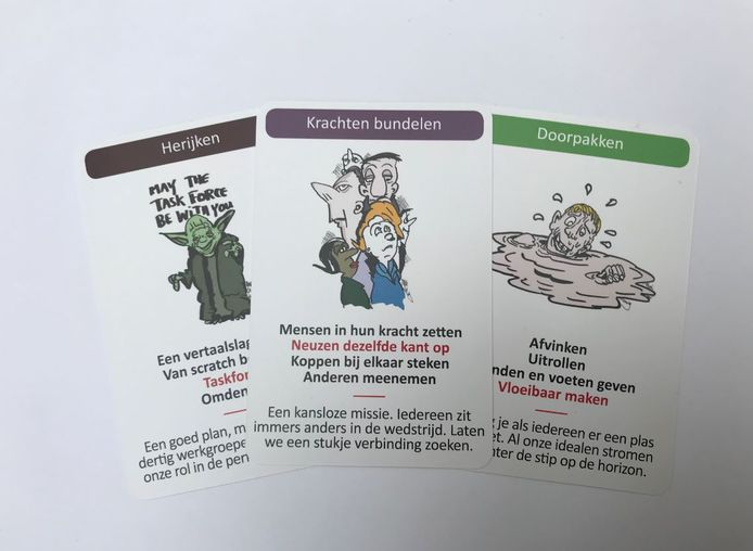 Een aantal kaarten uit het Krankzinnig Kantoor Kwartet van Mark de Koning en Marcel de Jong.