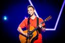 Thomas Vankriekelsvenne uit Lanaken raakte tot in de live shows van The Voice van Vlaanderen.