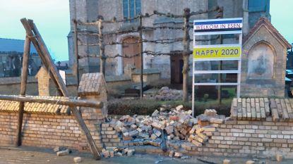 Automobilist die vluchtte voor politie en tegen kerkmuur knalde, had geen rijbewijs