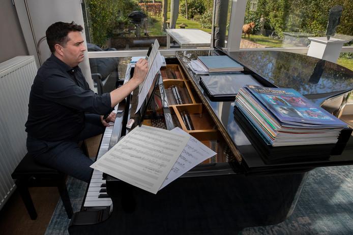 Arno ter Burg is componist en dirigent.
