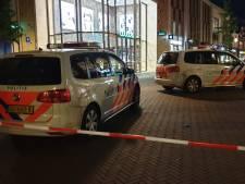 Minderjarige jongens op scooter rijden agente en Duitse vrouw aan in Enschede