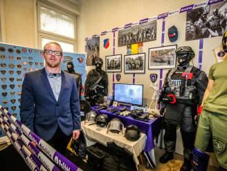 """Buschauffeur Tony opent indrukwekkend politiemuseum in Brugge: """"Misschien groeit zo het respect voor deze mensen en hun job"""""""