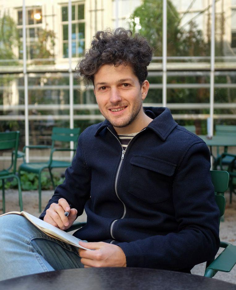 Grafisch vormgever Thomas van Asselt, de bedenker van het 'Kunstpakket'.  Beeld