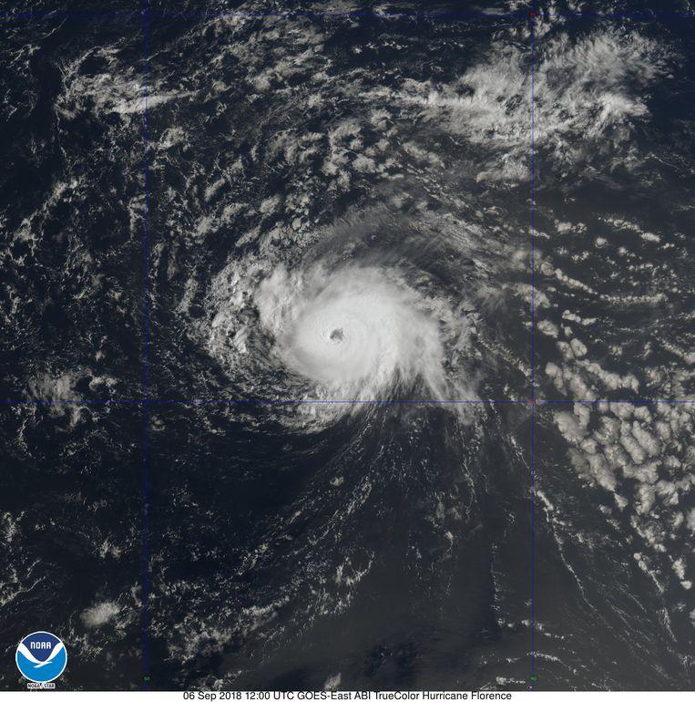 Florence was eerst nog een tropische storm, maar wordt sinds gisteren als orkaan bestempeld. Beeld Twitter National Hurricane Center