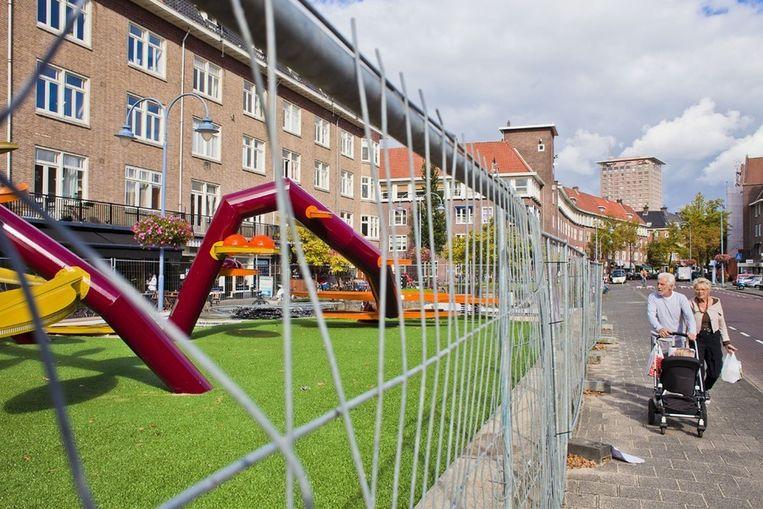 Het kunstwerk/klimrek dat het Holland Casino aan de Maasstraat had geschonken werd niet op prijs gesteld. Daarom gaat het weer weg. Beeld