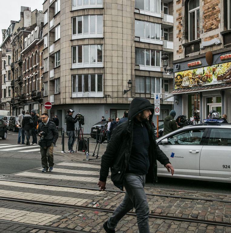 Het flatgebouw in de Max Roosstraat in Schaarbeek waar de broers El-Bakraoui leefden als schimmen. Beeld bas bogaerts